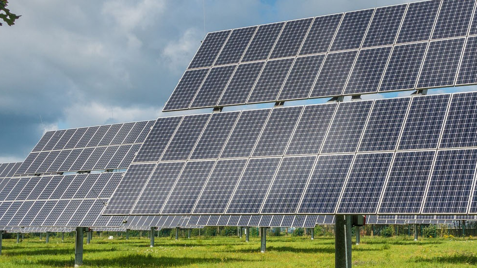 photovoltaic-system-2742302_1920_header
